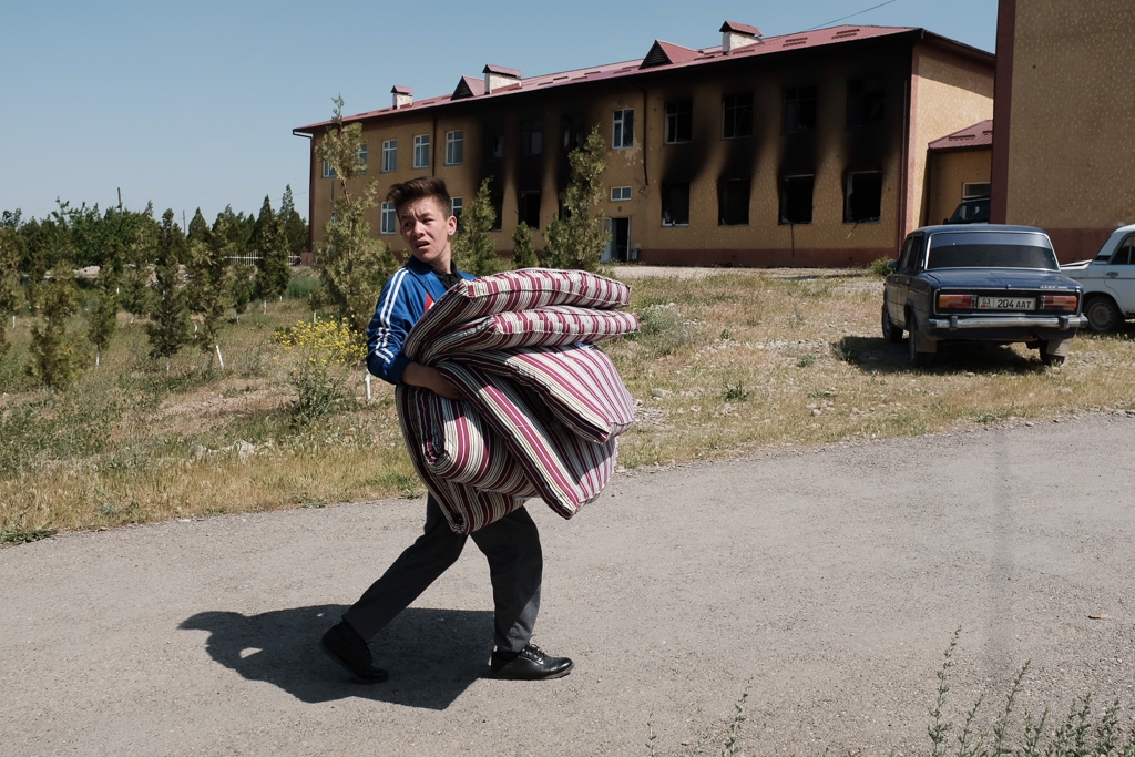 Eurasianet: Kyrgyzstan, Tajikistan. Communities take stock of destruction wrought by border unrest